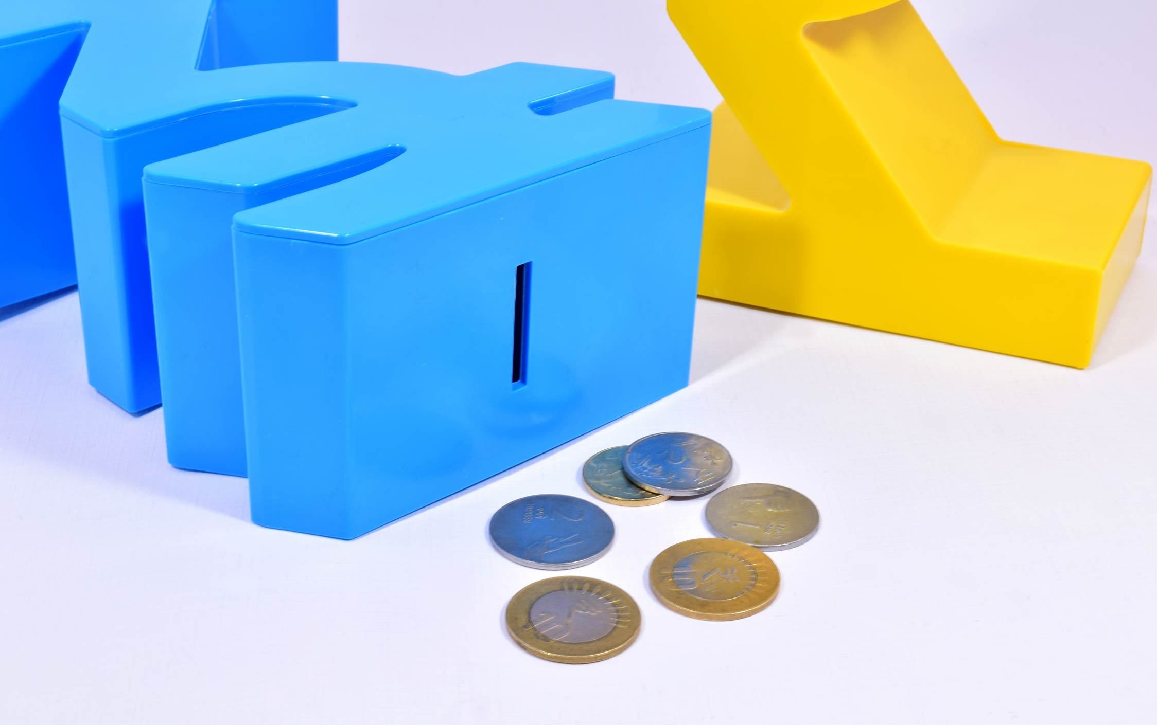 P09 - Rupee symbol style money bank